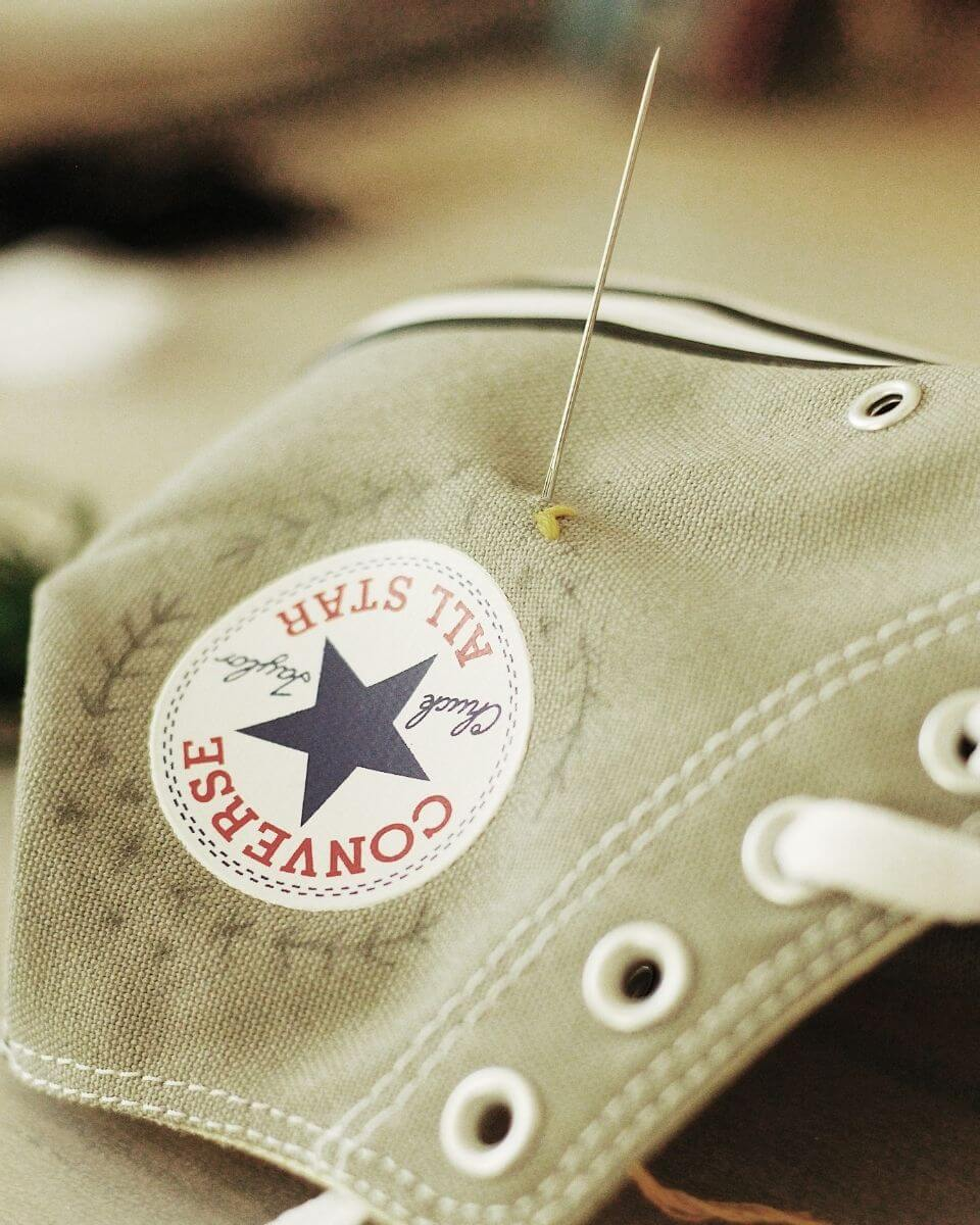 Schuhe besticken mit Nadel