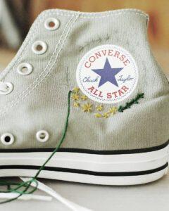 Schuhe besticken Chucks mit Blumen